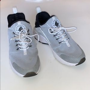 Nike Air Huarache Athletic Shoes Sneakers